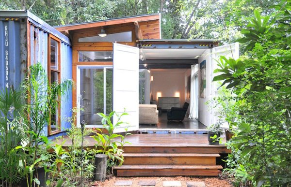 The Savannah Project by Julio Garcia, using old industrial shipping containers